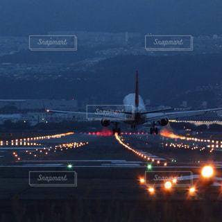 空港の夜景の写真・画像素材[1680946]