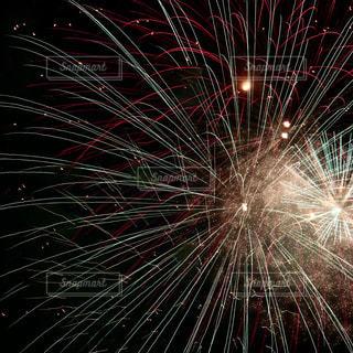 空に花火の写真・画像素材[1680973]