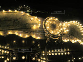 夜はライトアップ鉄道の写真・画像素材[1879241]