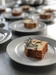 雪降るクリスマスケーキの写真・画像素材[1682716]