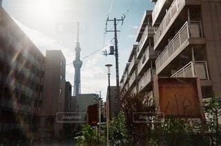 建物の側面にある道路標識の写真・画像素材[4806180]