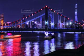 夜ライトアップ橋の写真・画像素材[1680495]