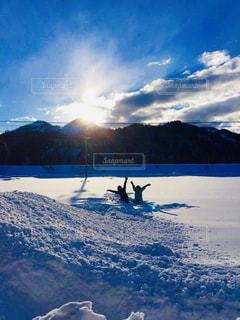 空,スポーツ,雪,太陽,晴れ,青,田舎,山,女の子,スノボ,ゲレンデ,快晴,スノー