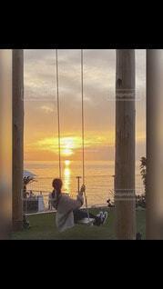 夕陽を眺めながら。。の写真・画像素材[4481671]