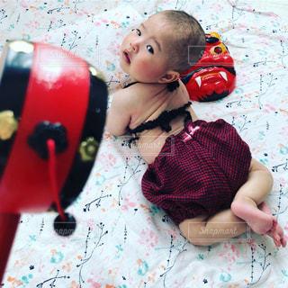 後ろ姿,女の子,赤ちゃん,バックショット,赤色,節分,ビキニ,赤おに,赤鬼,でんでん太鼓,かぼちゃパンツ,あかおに