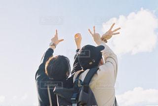 空気中のジャンプの人々 のグループの写真・画像素材[1697014]