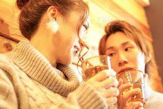 ガラスから飲む人の写真・画像素材[1812330]