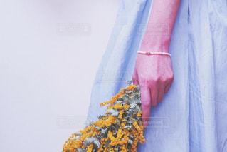 青いドレスを着ている人の写真・画像素材[3131709]