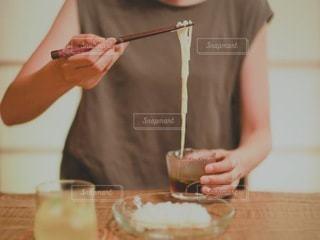 素麺を食べてる人の写真・画像素材[3527691]