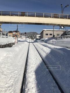 雪に覆われた鉄道の写真・画像素材[1736640]
