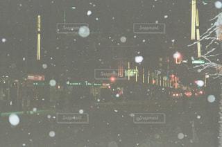 雪とネオンの写真・画像素材[1744996]