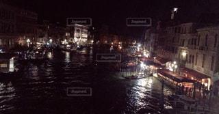 夜の街の景色の写真・画像素材[1695261]
