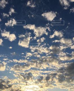 夕焼けのはじまりの写真・画像素材[1687499]