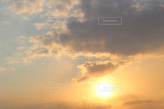 風景,空,太陽,晴れ,晴天,夕焼け,夕暮れ,ベランダ,水色,オレンジ,光,夕空,日中