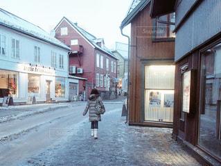 北欧旅行でノルウェーのトロムソの街を歩くの写真・画像素材[1699741]