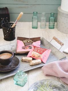 テーブルの上のコーヒー1杯の写真・画像素材[2843659]