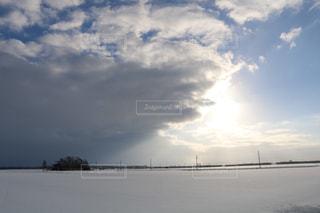 水体の空に雲の写真・画像素材[1690657]