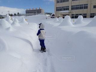 北海道の子どもの通学服はスキーウエアの写真・画像素材[1693042]