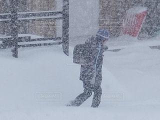 大雪でも休みになりません、雪国の小学校。の写真・画像素材[1775031]