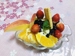 自家製フルーツパフェは安くて美味しいよ。の写真・画像素材[1782239]