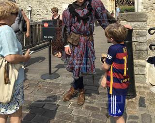 男性,子ども,観光地,世界遺産,ロンドン,衛兵,衣装,海外旅行,古代,英国,ロンドン塔,ガーズ,タワーオブロンドン
