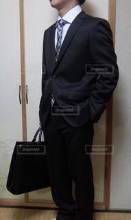 スーツとネクタイを身に着けている男の写真・画像素材[1849038]