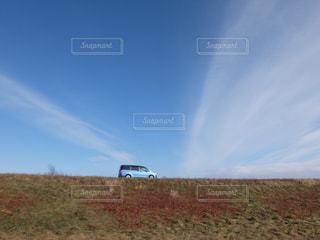 正しい空色の空に空色の車(笑)の写真・画像素材[1861370]