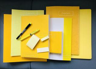 黄色の文具と本、集合!!の写真・画像素材[1866908]