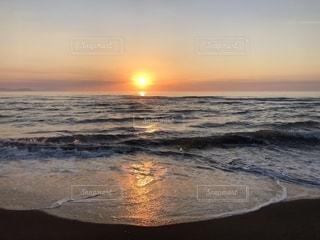 石狩湾に夕陽が沈むの写真・画像素材[2336669]
