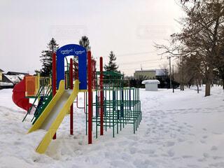雪の公園は子どもらを待っているの写真・画像素材[4162456]
