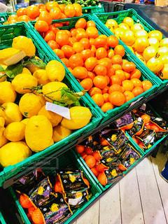 海外,赤,オレンジ,フルーツ,果物,旅行,レモン,みかん,果実,イタリア,マーケット,グレープフルーツ,新鮮,スーパーマーケット,黄,スーパー,ミラノ,フレッシュ,売り場,檸檬