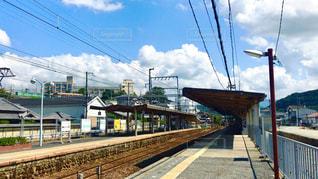 鋼のトラックに大きな長い列車の写真・画像素材[1688255]