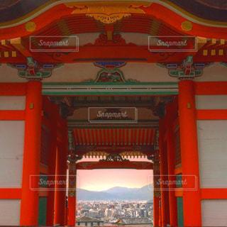 お寺から眺める京都と夕日の写真・画像素材[1690654]