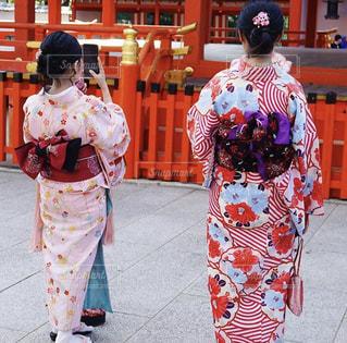 着物でお参りする女性たちの写真・画像素材[1720314]
