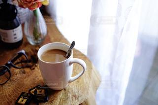 ベッドサイド 朝のコーヒーの写真・画像素材[1853568]