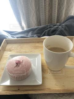 コーヒーと蒸しパン in Bedの写真・画像素材[1853622]