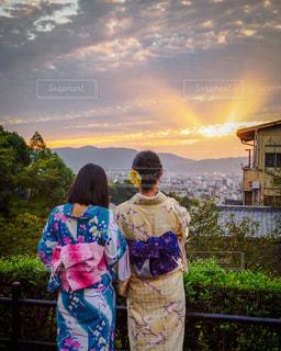 空,夕日,屋外,京都,後ろ姿,山,人物,背中,人,浴衣