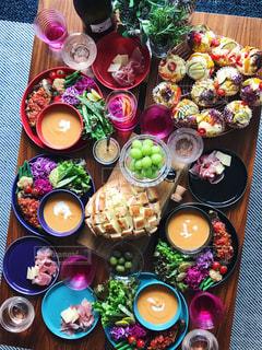 カラフルなパーティーテーブルの写真・画像素材[812967]