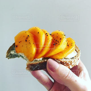 フルーツ,食べる,料理,朝ごはん,オープンサンド,オレンジ色,柿
