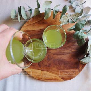 チャイグラスで飲む緑茶の写真・画像素材[1053478]