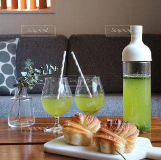 水出し緑茶でティータイムの写真・画像素材[1053492]