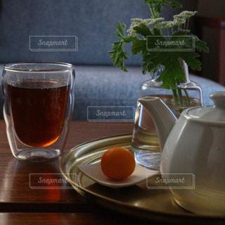 温かさと香ばしさに癒されるほうじ茶の写真・画像素材[1053618]