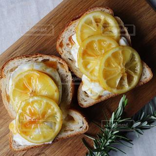 レモントーストの写真・画像素材[1082068]