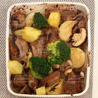 琺瑯バットでオーブン料理の写真・画像素材[1845523]