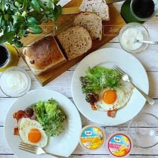 料理,朝ごはん,ヘルシー,パンとフルーツ,フルーツカップ,フルーツとヨーグルト