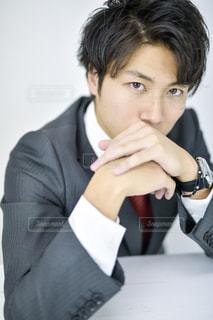 スーツとネクタイを着ている人の写真・画像素材[1693384]