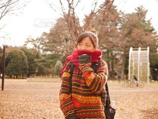 冬の公園デートの写真・画像素材[1695911]