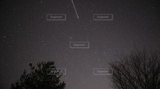 元旦の星空下で流星群が見れた瞬間の写真・画像素材[1698265]