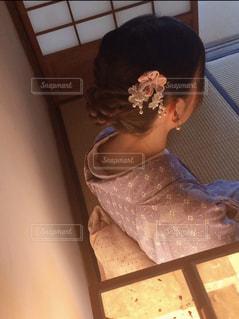 和室に佇む着物の女性の写真・画像素材[1723981]