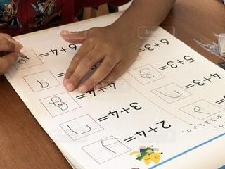 屋内,室内,ドリル,勉強,自宅,園児,自習,学習,算数,足し算,自宅学習,答